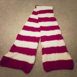 no brand Accessories - Red & white fleece scarf